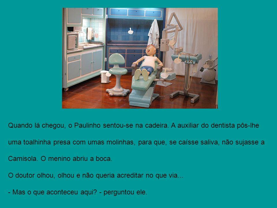 Quando lá chegou, o Paulinho sentou-se na cadeira. A auxiliar do dentista pôs-lhe uma toalhinha presa com umas molinhas, para que, se caísse saliva, n