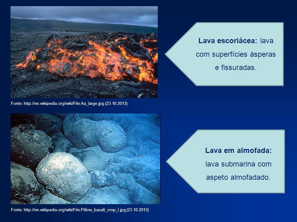Lava escoriácea: lava com superfícies ásperas e fissuradas. Lava em almofada: lava submarina com aspeto almofadado. Fonte: http://en.wikipedia.org/wik