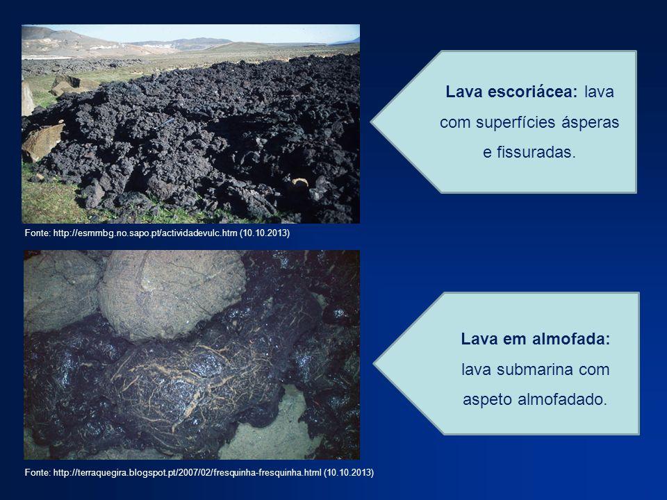Lava escoriácea: lava com superfícies ásperas e fissuradas. Lava em almofada: lava submarina com aspeto almofadado. Fonte: http://esmmbg.no.sapo.pt/ac