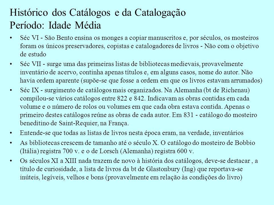 Histórico dos Catálogos e da Catalogação Período: Idade Média (continuação) No final do século XIII, iniciou-se em registros dos acervos das bibliotecas monásticas inglesas, um catálogo coletivo em que cada biblioteca era inidentificada por um código numérico.
