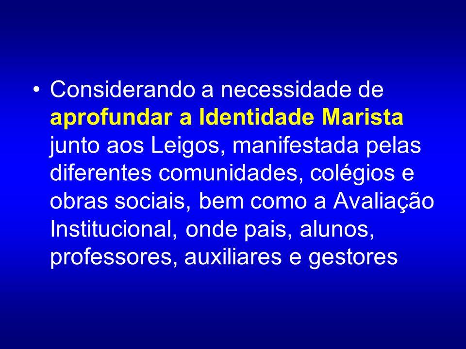 Considerando a necessidade de aprofundar a Identidade Marista junto aos Leigos, manifestada pelas diferentes comunidades, colégios e obras sociais, bem como a Avaliação Institucional, onde pais, alunos, professores, auxiliares e gestores