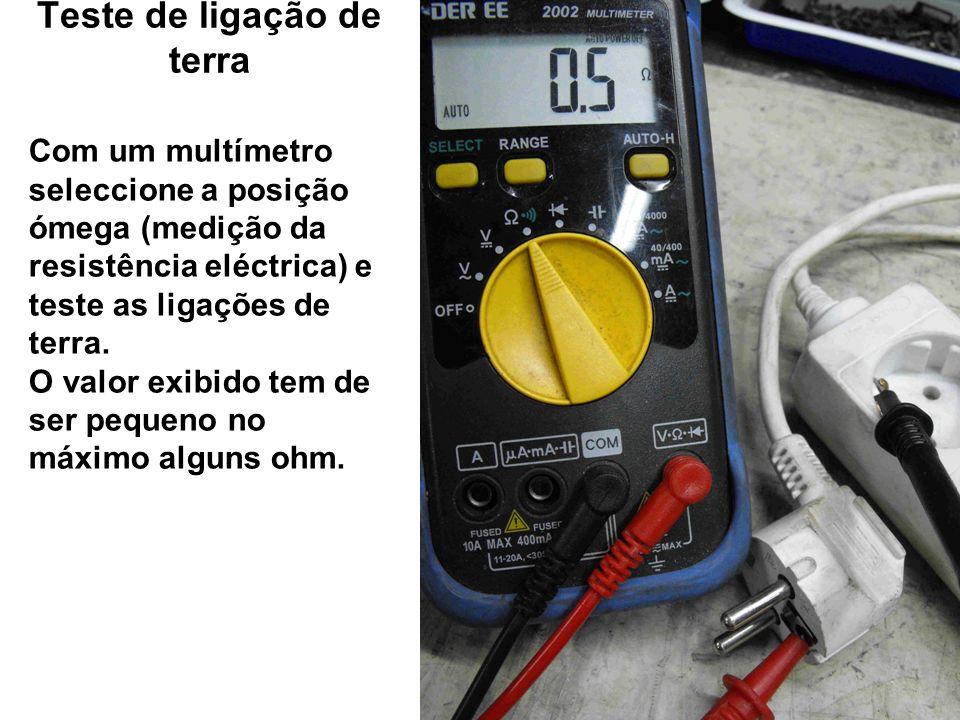 Teste de ligação de terra Com um multímetro seleccione a posição ómega (medição da resistência eléctrica) e teste as ligações de terra. O valor exibid