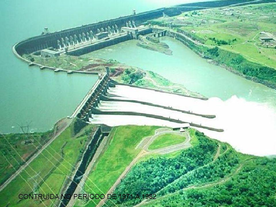 HIDRELÉTRICA DE ITAIPU 31 DE MARÇO DE 2009 17 A Usina Hidrelétrica de Itaipu Binacional é uma usina hidrelétrica binacional construída pelo Brasil e pelo Paraguai no rio Paraná, no trecho de fronteira entre os dois países, 14 quilômetros ao norte da Ponte da Amizade.