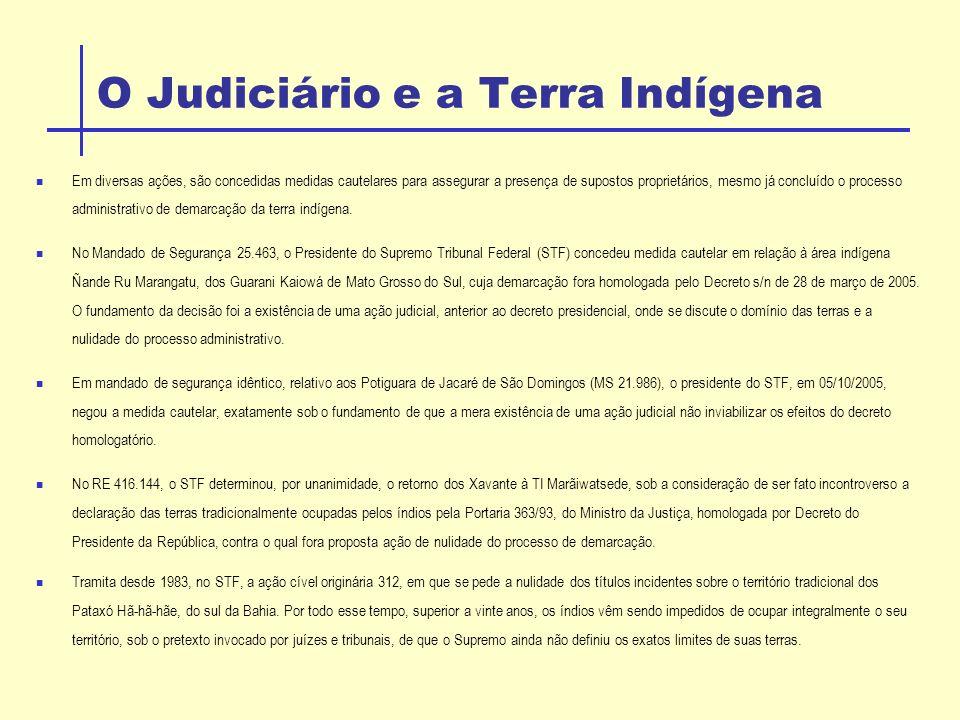 O Judiciário e a Terra Indígena Em diversas ações, são concedidas medidas cautelares para assegurar a presença de supostos proprietários, mesmo já concluído o processo administrativo de demarcação da terra indígena.