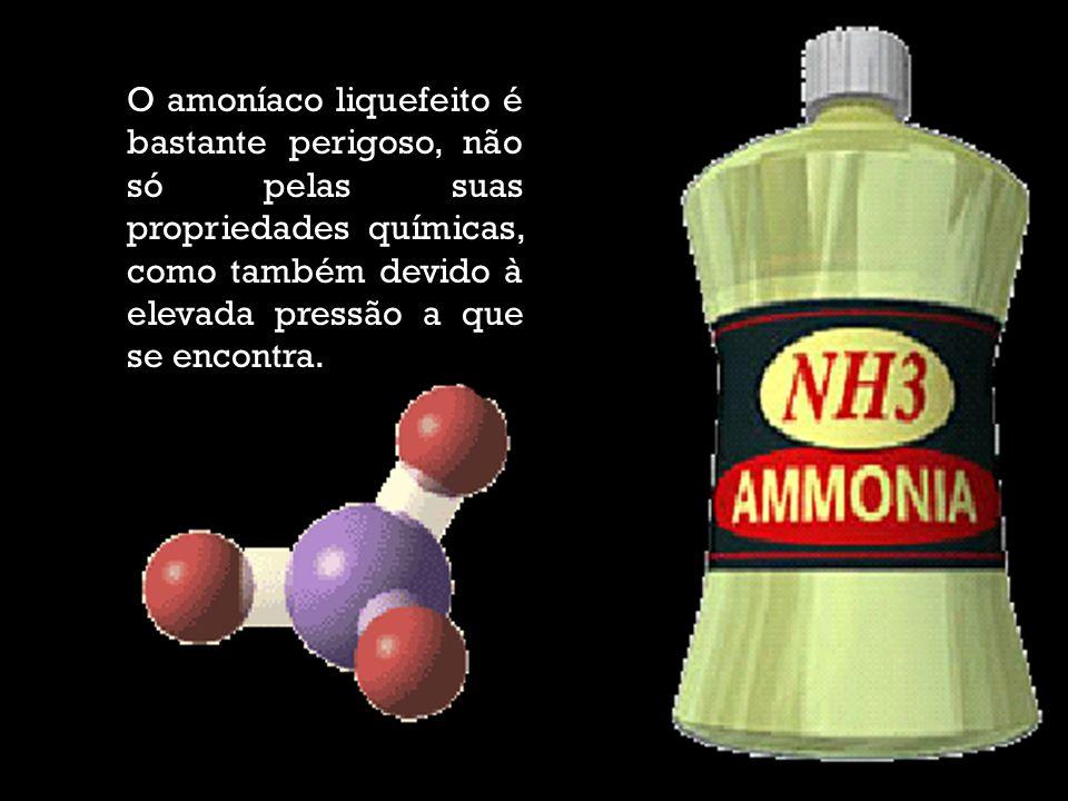 Quando no seu estado líquido, o amoníaco é inflamável e, se misturado com o ar, pode ser explosivo.