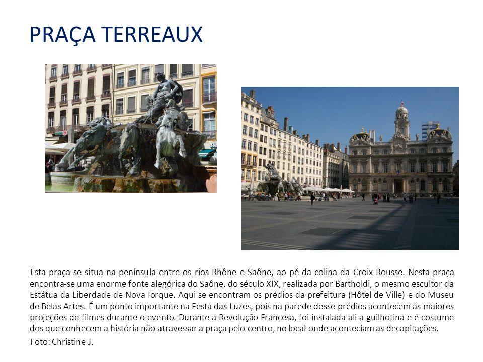 PRAÇA TERREAUX Esta praça se situa na península entre os rios Rhône e Saône, ao pé da colina da Croix-Rousse.