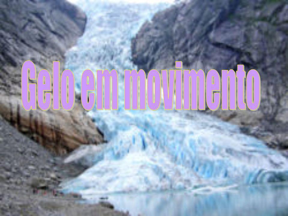 Os glaciares são depósitos densos de gelo e neve que se movem lentamente sob o seu próprio peso.