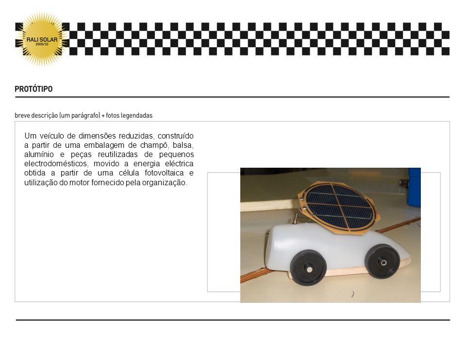 Um veículo de dimensões reduzidas, construído a partir de uma embalagem de champô, balsa, alumínio e peças reutilizadas de pequenos electrodomésticos,