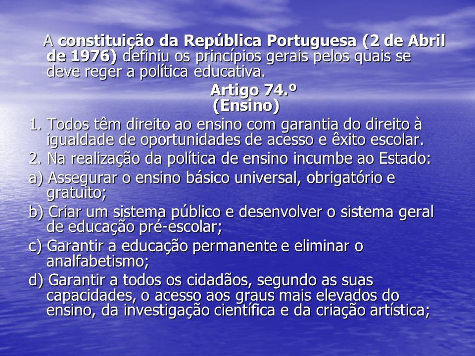 A constituição da República Portuguesa (2 de Abril de 1976) definiu os princípios gerais pelos quais se deve reger a política educativa. A constituiçã