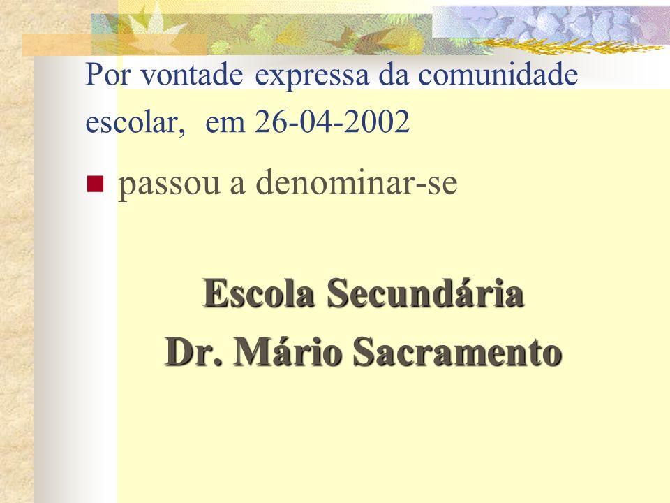 Por vontade expressa da comunidade escolar, em 26-04-2002 passou a denominar-se Escola Secundária Dr. Mário Sacramento