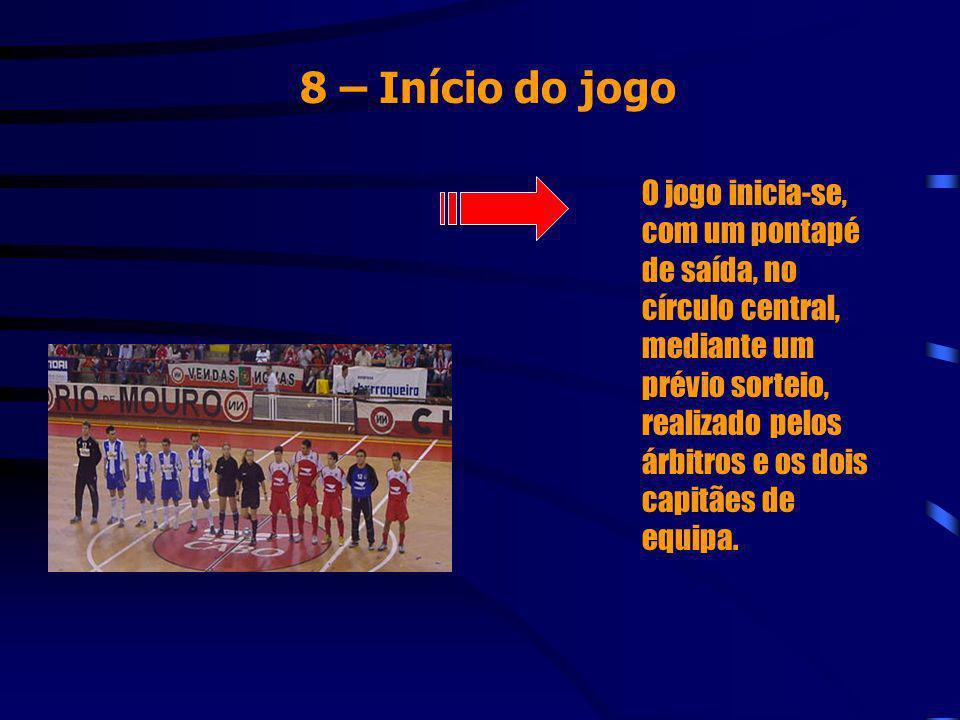 8 – Início do jogo O jogo inicia-se, com um pontapé de saída, no círculo central, mediante um prévio sorteio, realizado pelos árbitros e os dois capit