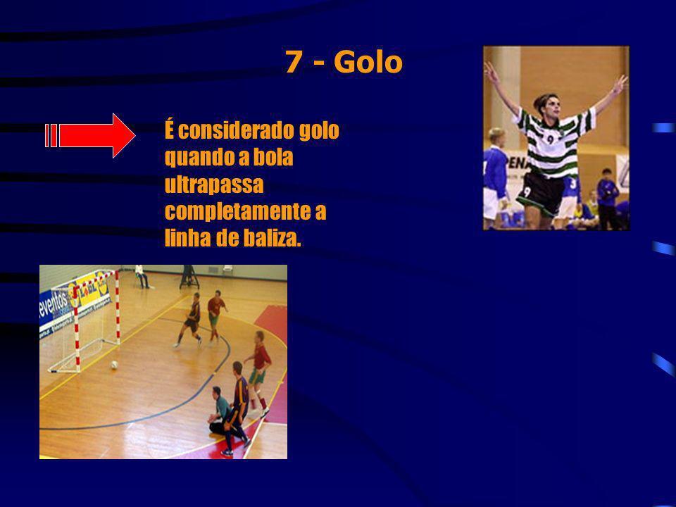 7 - Juízes O jogo é dirigido por dois árbitros, auxiliados por um cronometrista que tem por função controlar o tempo de jogo e apontar, no boletim de jogo, todos os aspectos relacionados com o mesmo.