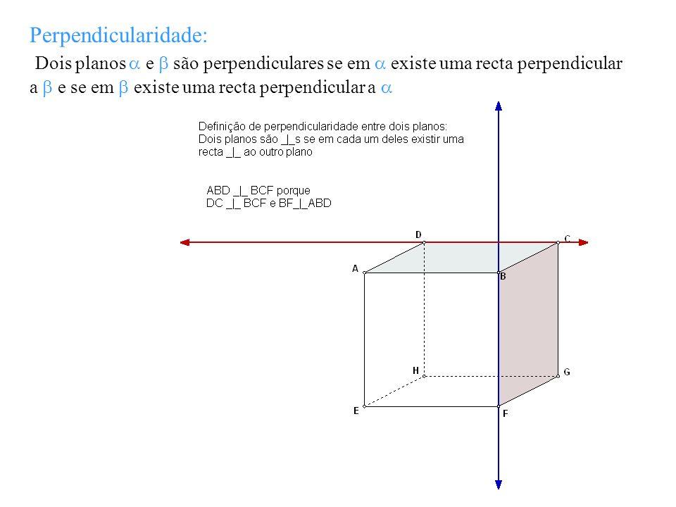 Perpendicularidade: Dois planos e são perpendiculares se em existe uma recta perpendicular a e se em existe uma recta perpendicular a