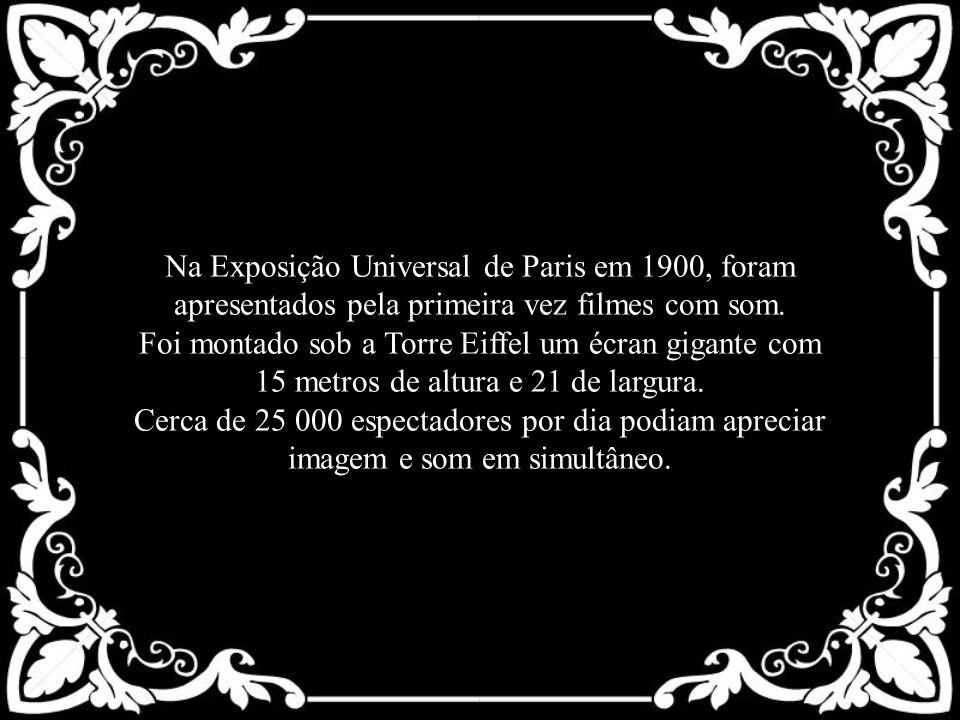 Na Exposição Universal de Paris em 1900, foram apresentados pela primeira vez filmes com som. Foi montado sob a Torre Eiffel um écran gigante com 15 m
