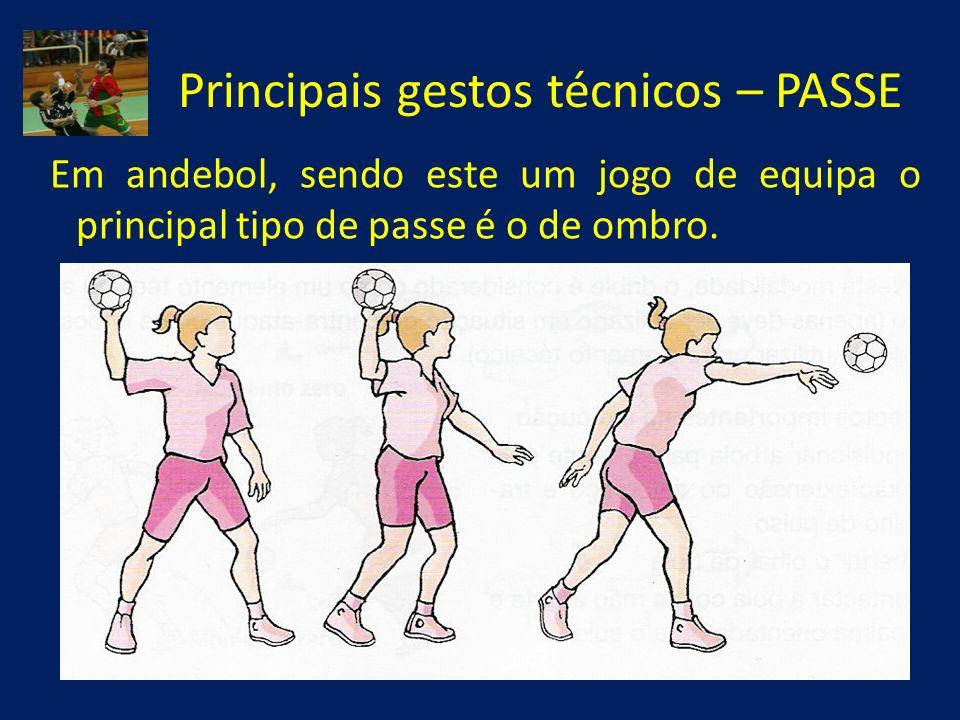 Principais gestos técnicos – PASSE Em andebol, sendo este um jogo de equipa o principal tipo de passe é o de ombro.
