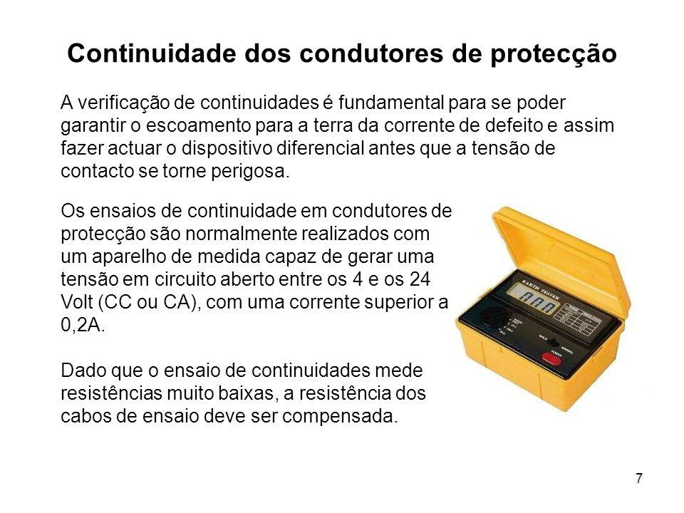 7 Continuidade dos condutores de protecção Os ensaios de continuidade em condutores de protecção são normalmente realizados com um aparelho de medida capaz de gerar uma tensão em circuito aberto entre os 4 e os 24 Volt (CC ou CA), com uma corrente superior a 0,2A.