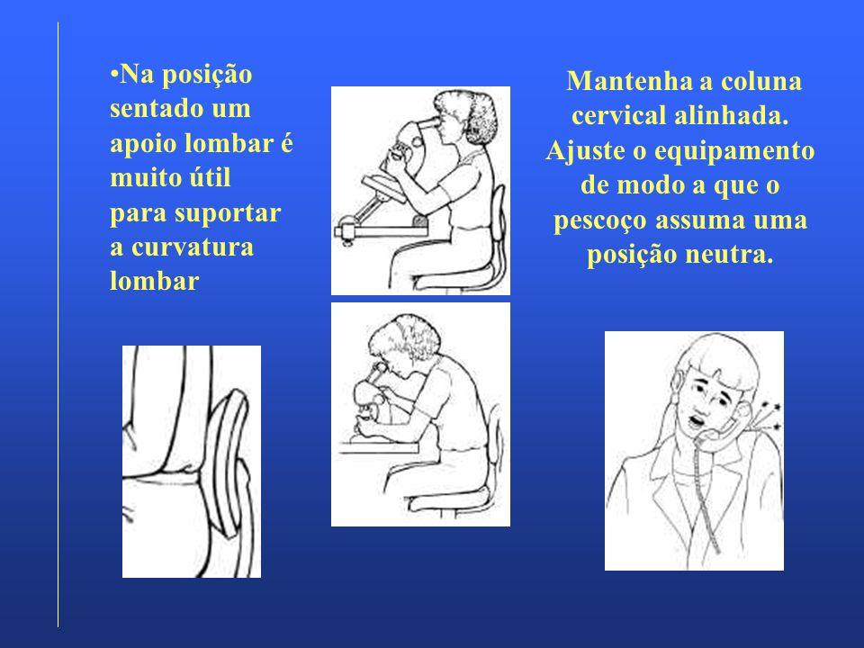 Na posição sentado um apoio lombar é muito útil para suportar a curvatura lombar Mantenha a coluna cervical alinhada. Ajuste o equipamento de modo a q