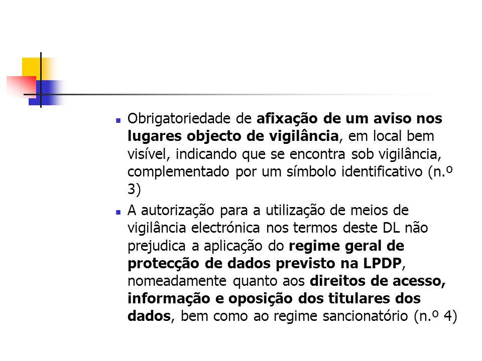 Obrigatoriedade de afixação de um aviso nos lugares objecto de vigilância, em local bem visível, indicando que se encontra sob vigilância, complementa