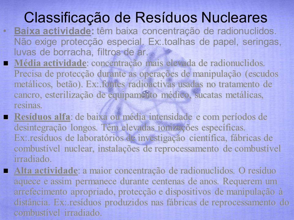 Classificação de Resíduos Nucleares Baixa actividade: têm baixa concentração de radionuclidos. Não exige protecção especial. Ex:.toalhas de papel, ser