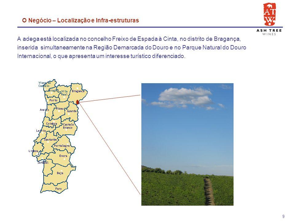 9 A adega está localizada no concelho Freixo de Espada à Cinta, no distrito de Bragança, inserida simultaneamente na Região Demarcada do Douro e no Parque Natural do Douro Internacional, o que apresenta um interesse turístico diferenciado.
