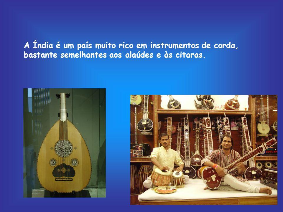 A musica oriental tem características muito próprias que a distinguem facilmente de qualquer outra.