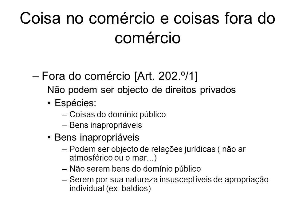 Coisa no comércio e coisas fora do comércio –Fora do comércio [Art. 202.º/1] Não podem ser objecto de direitos privados Espécies: –Coisas do domínio p