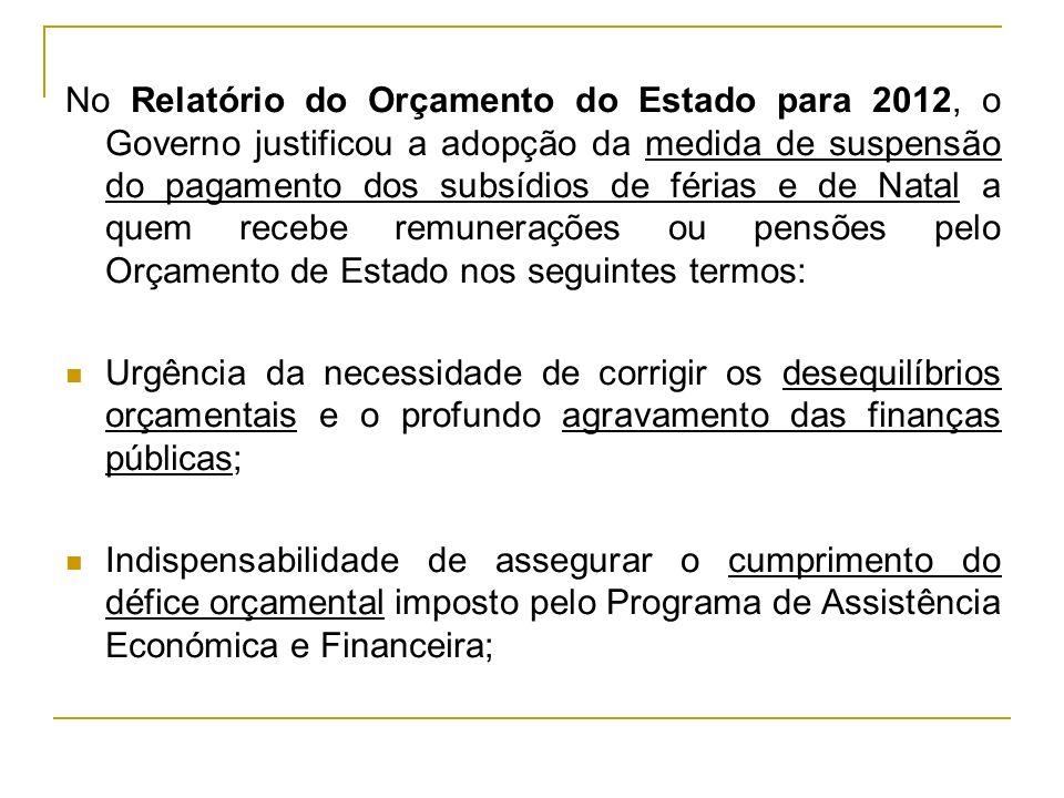 No Relatório do Orçamento do Estado para 2012, o Governo justificou a adopção da medida de suspensão do pagamento dos subsídios de férias e de Natal a