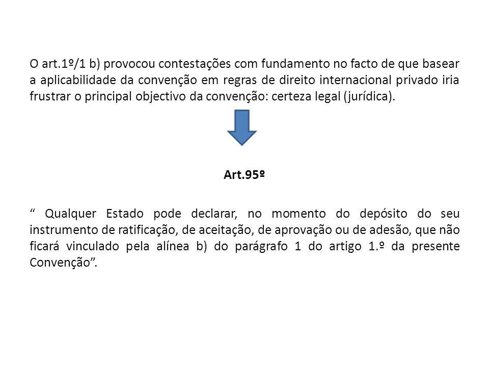 O art.1º/1 b) provocou contestações com fundamento no facto de que basear a aplicabilidade da convenção em regras de direito internacional privado iri