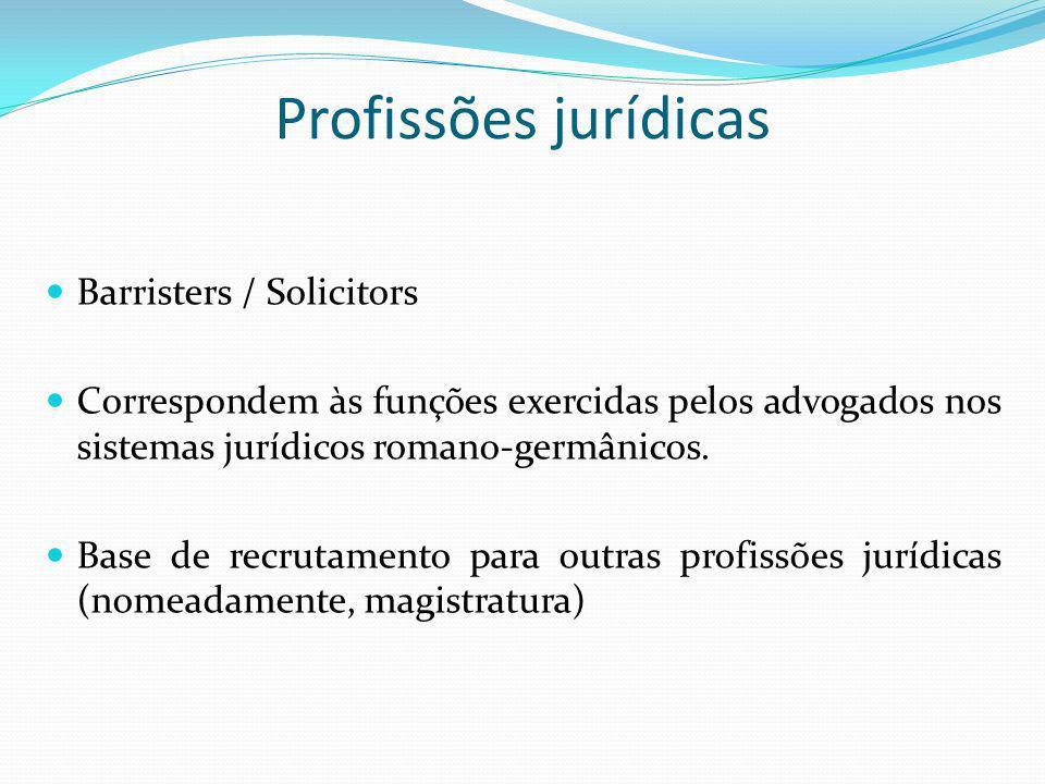 Profissões jurídicas Barristers / Solicitors Correspondem às funções exercidas pelos advogados nos sistemas jurídicos romano-germânicos. Base de recru