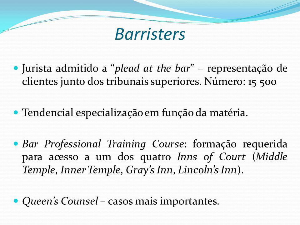 Barristers Jurista admitido a plead at the bar – representação de clientes junto dos tribunais superiores. Número: 15 500 Tendencial especialização em