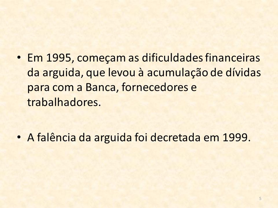 5 Em 1995, começam as dificuldades financeiras da arguida, que levou à acumulação de dívidas para com a Banca, fornecedores e trabalhadores. A falênci