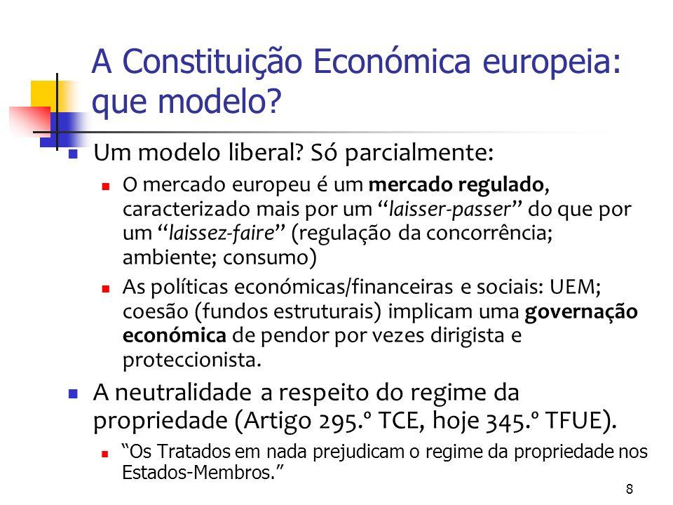 Efeitos da Constituição europeia sobre a Constituição portuguesa (1) Integração pelo mercado – liberalização da circulação de factores de produção (integração negativa) Integração de políticas – regulação por meio da coordenação das políticas económicas e monetárias e da harmonização de políticas de ambiente, saúde, segurança, etc.