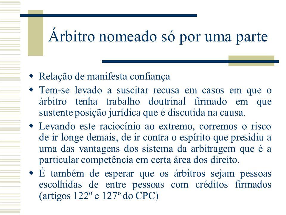 Árbitro nomeado só por uma parte Relação de manifesta confiança Tem-se levado a suscitar recusa em casos em que o árbitro tenha trabalho doutrinal fir