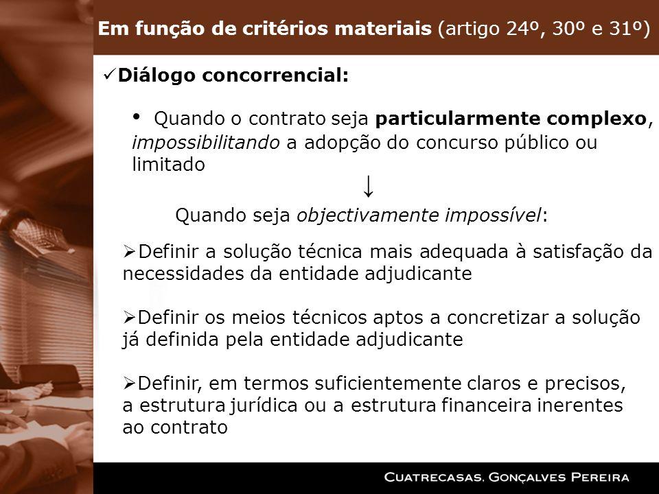 Em função de critérios materiais (artigo 24º, 30º e 31º) Diálogo concorrencial: Quando o contrato seja particularmente complexo, impossibilitando a ad