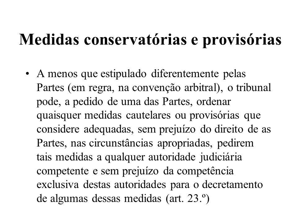 Medidas conservatórias e provisórias A menos que estipulado diferentemente pelas Partes (em regra, na convenção arbitral), o tribunal pode, a pedido d