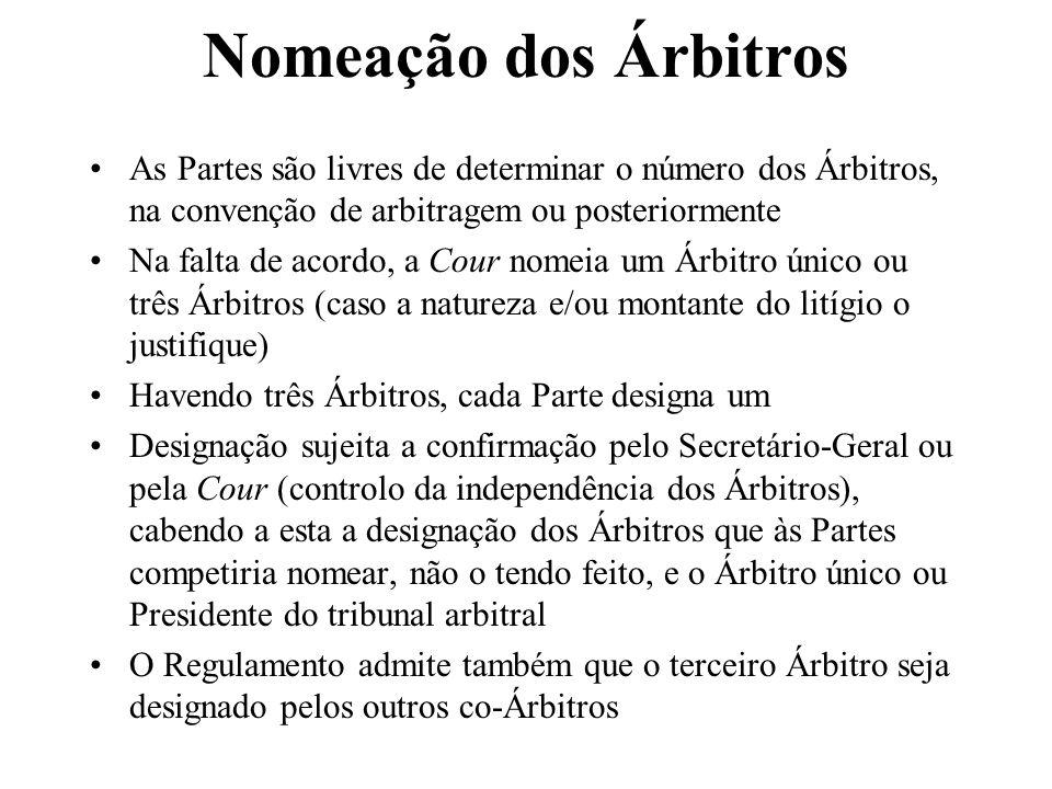 Nomeação dos Árbitros As Partes são livres de determinar o número dos Árbitros, na convenção de arbitragem ou posteriormente Na falta de acordo, a Cou