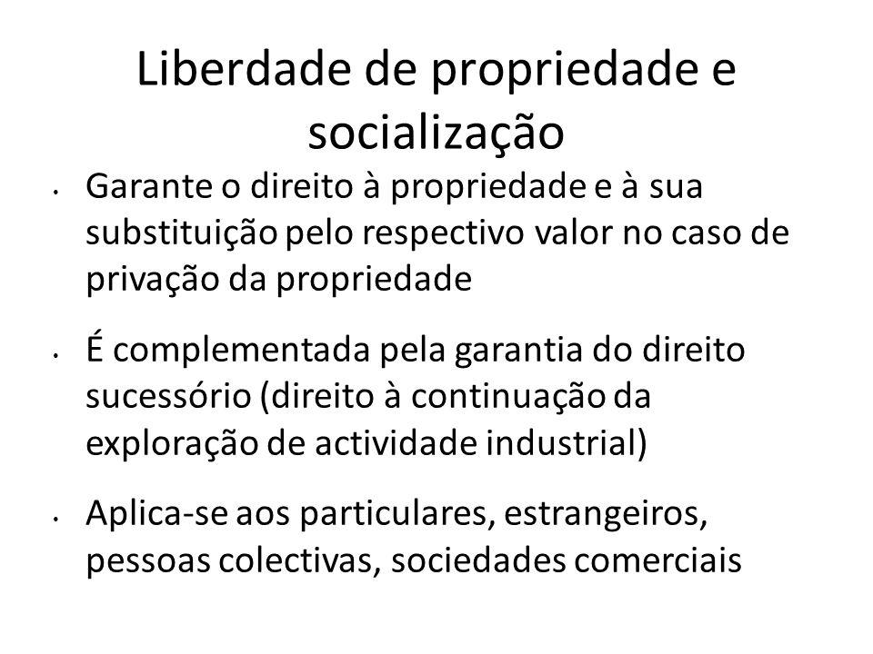 Liberdade de propriedade e socialização Garante o direito à propriedade e à sua substituição pelo respectivo valor no caso de privação da propriedade