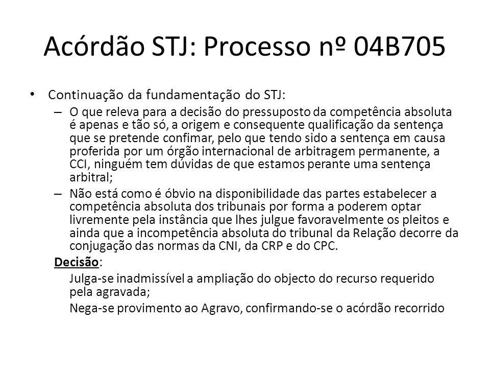 Acórdão STJ: Processo nº 04B705 Continuação da fundamentação do STJ: – O que releva para a decisão do pressuposto da competência absoluta é apenas e tão só, a origem e consequente qualificação da sentença que se pretende confimar, pelo que tendo sido a sentença em causa proferida por um órgão internacional de arbitragem permanente, a CCI, ninguém tem dúvidas de que estamos perante uma sentença arbitral; – Não está como é óbvio na disponibilidade das partes estabelecer a competência absoluta dos tribunais por forma a poderem optar livremente pela instância que lhes julgue favoravelmente os pleitos e ainda que a incompetência absoluta do tribunal da Relação decorre da conjugação das normas da CNI, da CRP e do CPC.