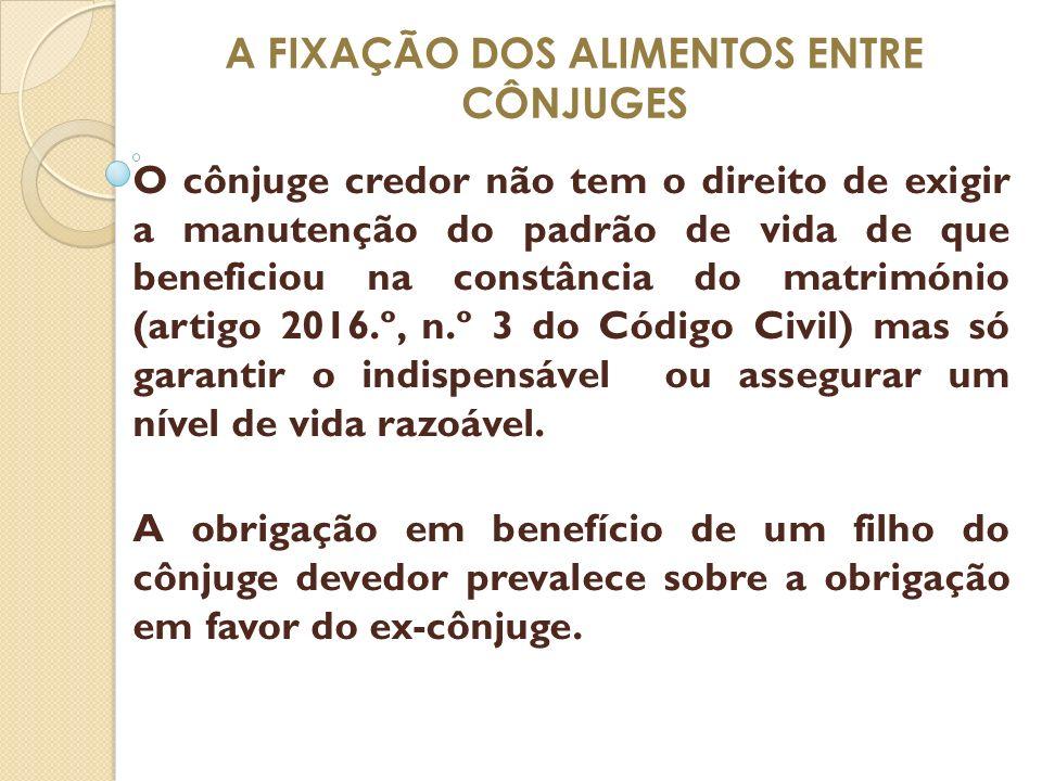 A FIXAÇÃO DOS ALIMENTOS ENTRE CÔNJUGES O cônjuge credor não tem o direito de exigir a manutenção do padrão de vida de que beneficiou na constância do