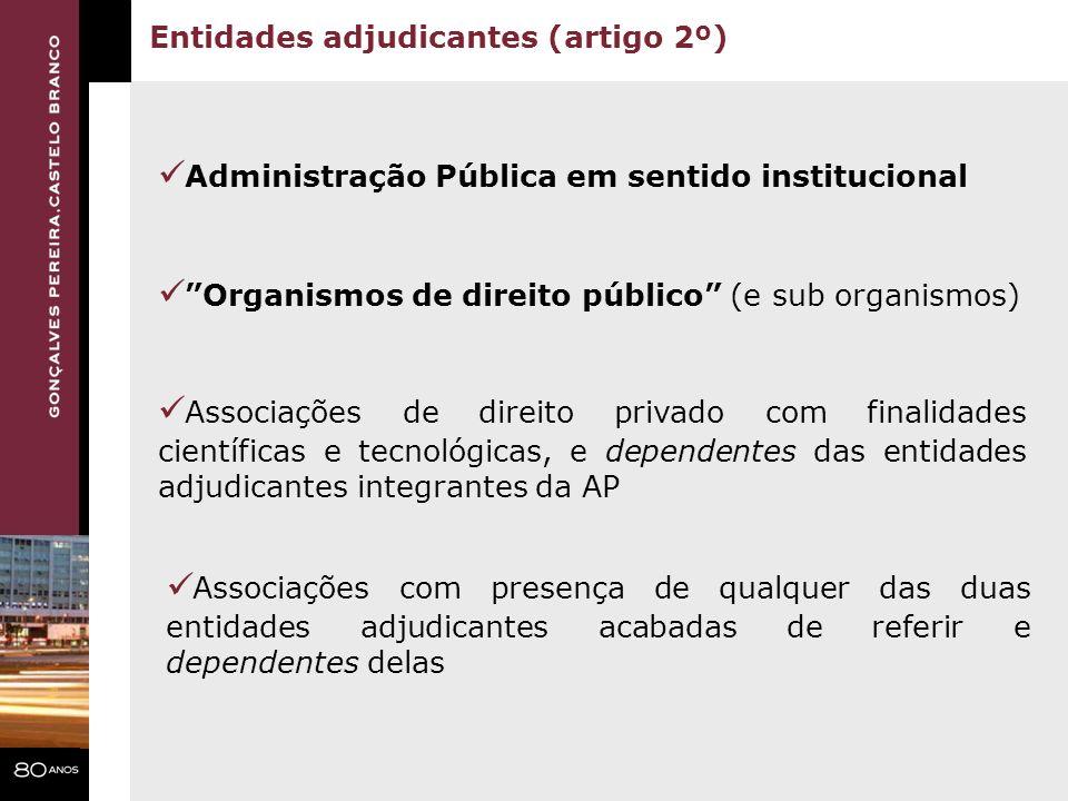 Administração Pública em sentido institucional Organismos de direito público (e sub organismos) Associações de direito privado com finalidades científ