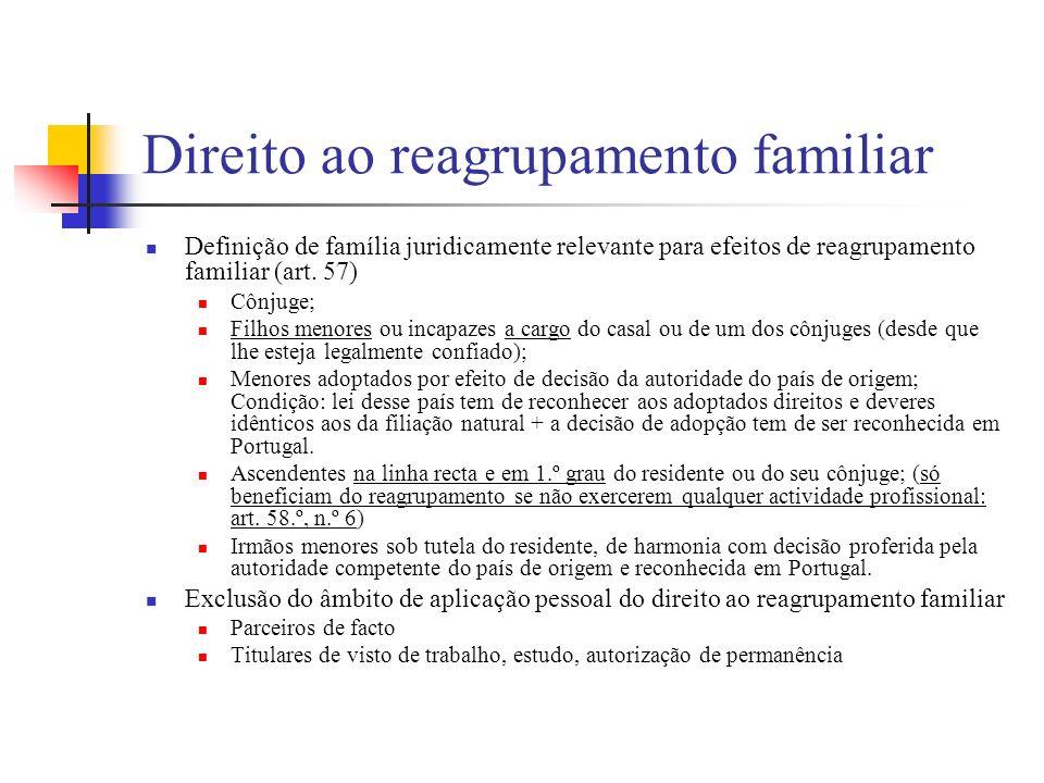 Direito ao reagrupamento familiar Definição de família juridicamente relevante para efeitos de reagrupamento familiar (art. 57) Cônjuge; Filhos menore