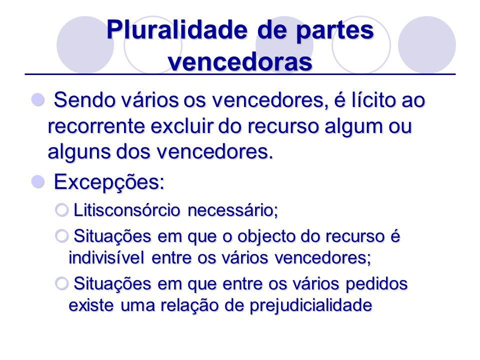 Pluralidade de partes vencedoras Sendo vários os vencedores, é lícito ao recorrente excluir do recurso algum ou alguns dos vencedores. Sendo vários os