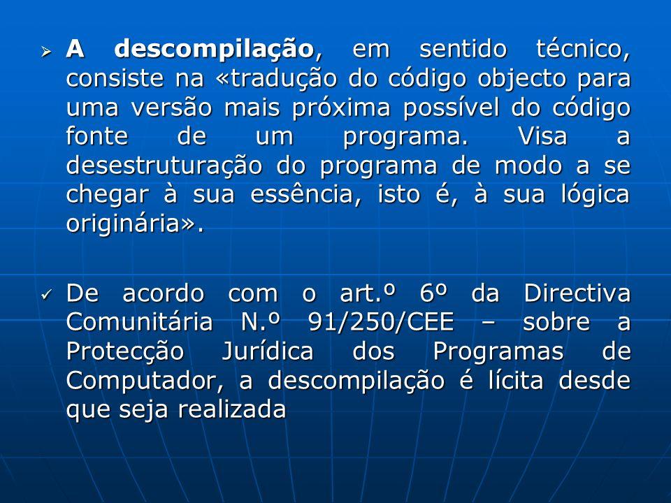 A descompilação, em sentido técnico, consiste na «tradução do código objecto para uma versão mais próxima possível do código fonte de um programa. Vis