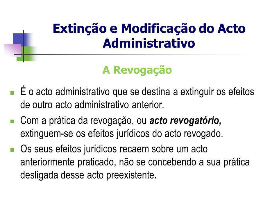 A Revogação É o acto administrativo que se destina a extinguir os efeitos de outro acto administrativo anterior. Com a prática da revogação, ou acto r