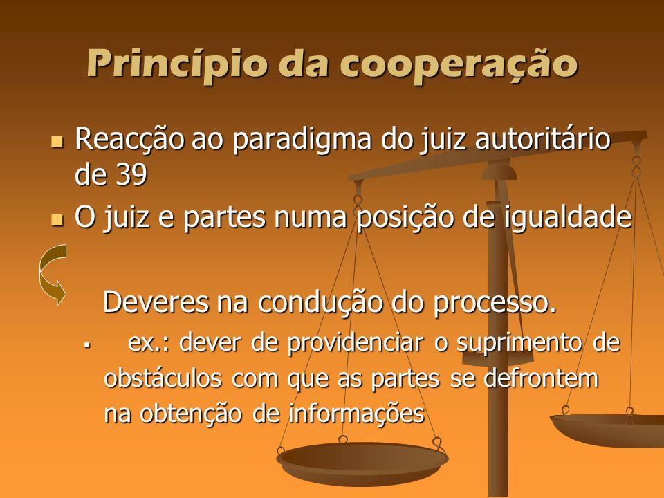 Princípio da cooperação Reacção ao paradigma do juiz autoritário de 39 Reacção ao paradigma do juiz autoritário de 39 O juiz e partes numa posição de