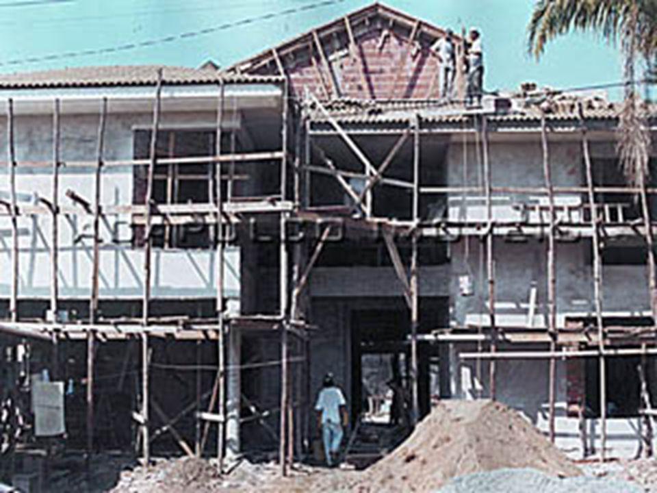 Contextualização 1 Junho de 1989 – Empresa T…, SA requer licença loteamento 25 de Setembro 1992 – Câmara Municipal de Grândola defere requerimento 13 de Outubro de 1993 – requer licenciamento das obras de urbanização 8 de Fevereiro de 1994 – Notifica para que requeira emissão de certificado de conformidade, de acordo com DL nº 351/93, de 7 de Outubro.