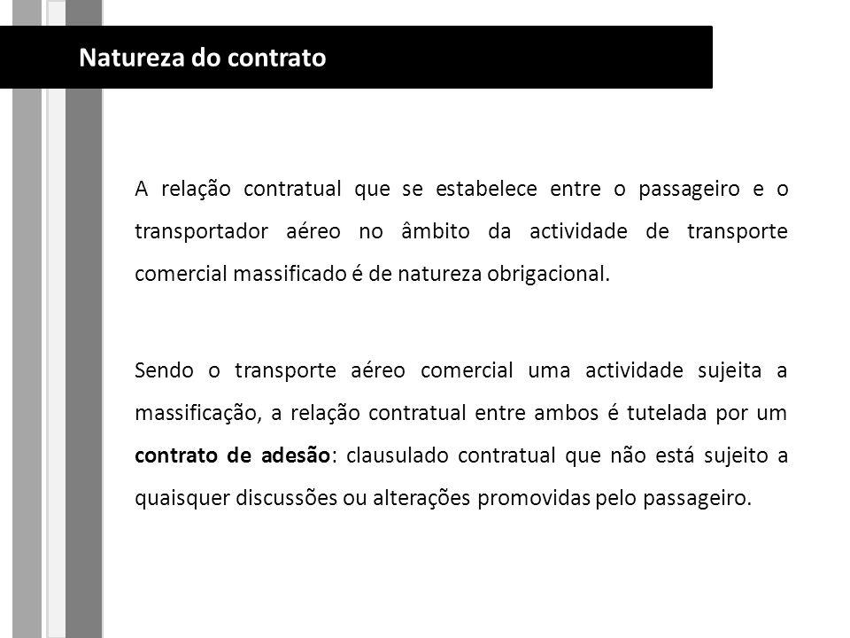 A relação contratual que se estabelece entre o passageiro e o transportador aéreo no âmbito da actividade de transporte comercial massificado é de natureza obrigacional.