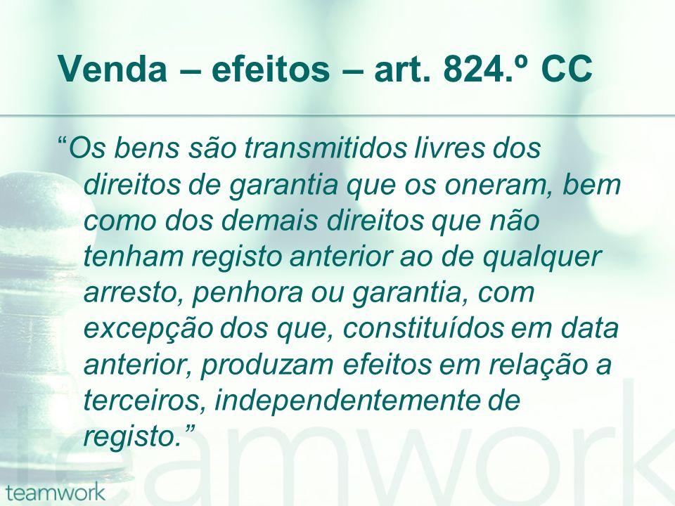 Venda – efeitos – art. 824.º CC Os bens são transmitidos livres dos direitos de garantia que os oneram, bem como dos demais direitos que não tenham re