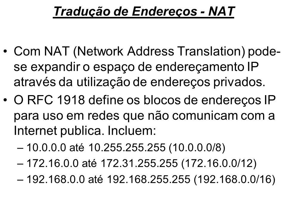 Tradução de Endereços - NAT Com NAT (Network Address Translation) pode- se expandir o espaço de endereçamento IP através da utilização de endereços pr