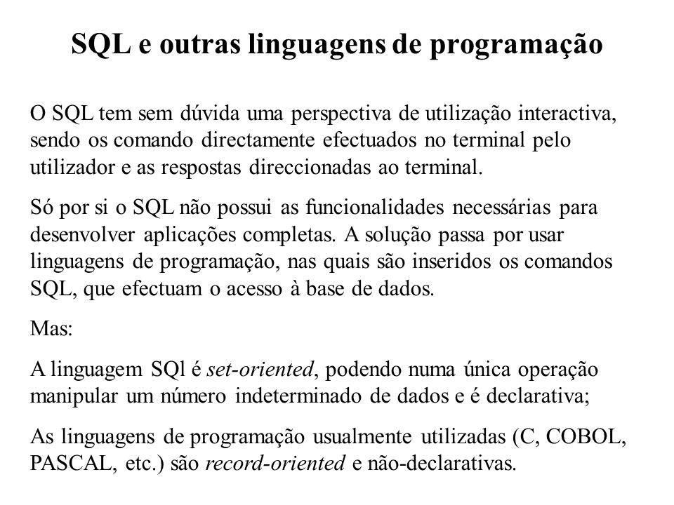 SQL e outras linguagens de programação O SQL tem sem dúvida uma perspectiva de utilização interactiva, sendo os comando directamente efectuados no ter